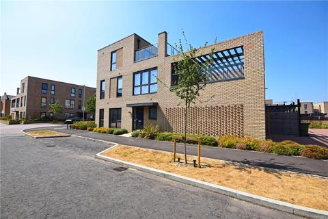 3 bedroom semi-detached house to rent - Whittle Avenue, Trumpington, Cambridge, Cambridgeshire, CB2