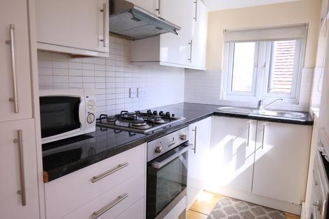2 bedroom flat to rent - The Ridgeway, London