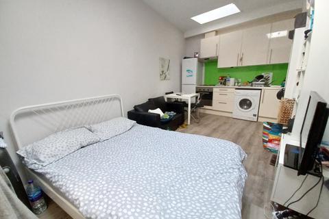 Studio to rent - Kilburn lane, Kilburn
