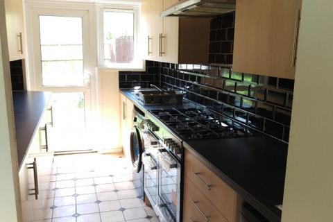 2 bedroom house share to rent - Marshleys Court,  Northampton, NN3