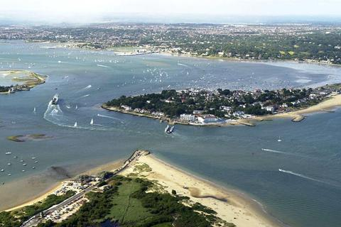 2 bedroom flat for sale - Sandbanks, Poole, Dorset, BH13