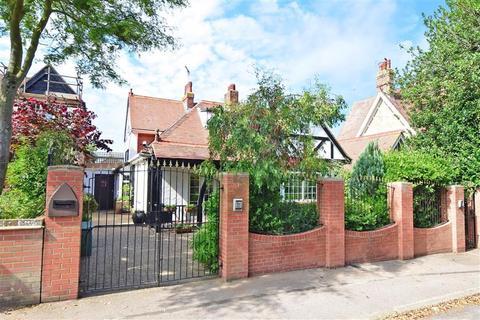 5 bedroom detached house for sale - Carlton Road West, Westgate-On-Sea, Kent