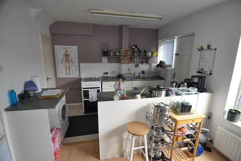 3 bedroom semi-detached house for sale - Sandringham Court, Clayton, Bradford