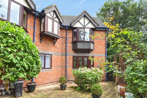 2 bedroom flat for sale - Talbot Court, Central Reading, RG1