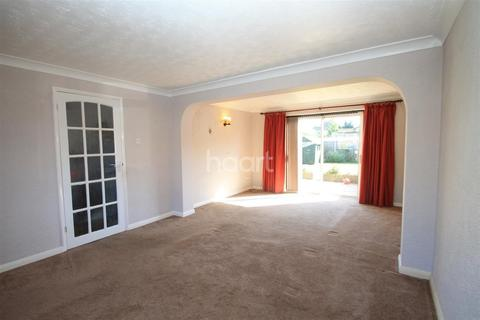 3 bedroom end of terrace house for sale - Hillary Close, Chelmsford