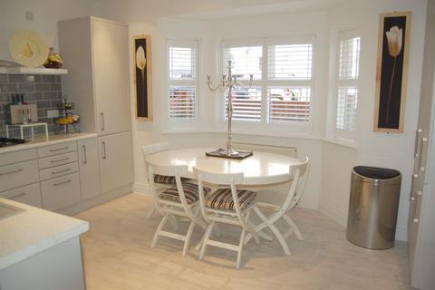 4 bedroom townhouse for sale - Princes Road, Buckhurst Hill, IG9