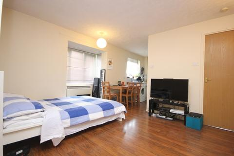 Studio to rent - Toulouse Court, Rossetti Road, London, SE16