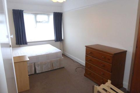 4 bedroom house share to rent - Wokingham Road, Earley