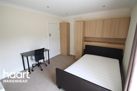 Studio to rent - Altwood Road, Maidenhead, SL6 4PB