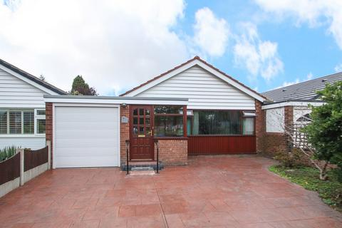 2 bedroom detached bungalow for sale - Woodsend Road, Flixton, Manchester, M41