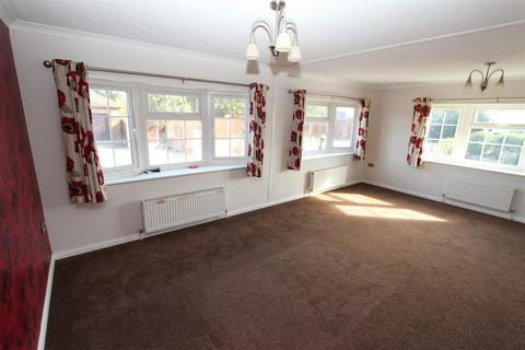 2 bedroom bungalow for sale - Irwin Road, Minster On Sea, Sheerness