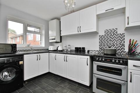 2 bedroom flat for sale - Lockwood Close