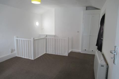 Studio to rent - Ravensbourne Road - First floor studio flat