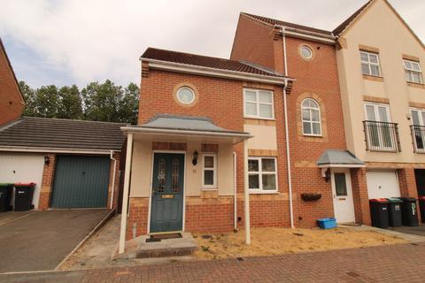 3 bedroom townhouse to rent - Pagett Close, Hucknall