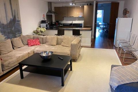 4 bedroom flat to rent - Blenheim Crt:- All Bills Inclusive
