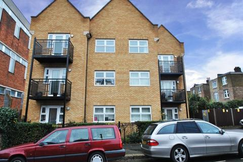 2 bedroom flat to rent - Barlow Road, W3