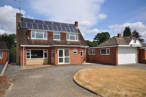 3 bedroom detached house for sale - Copse Mead, Woodley, Reading, RG5 4RP