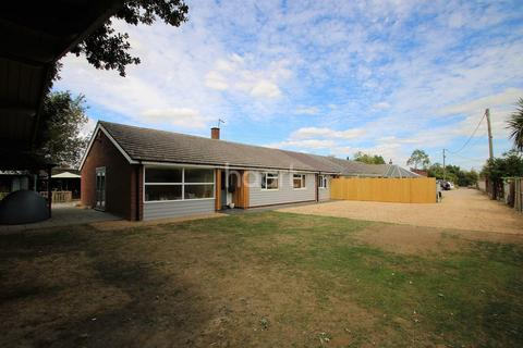 4 bedroom bungalow for sale - Wedgewood, Briantree Road