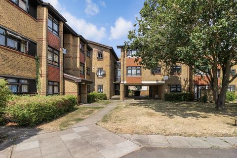 2 bedroom flat for sale - Large 2 bedroom close to station