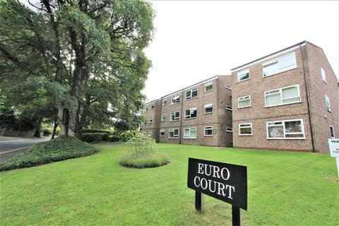 2 bedroom flat for sale - 88 Wake Green Road