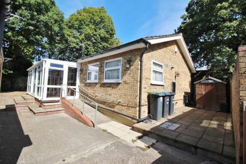 2 bedroom bungalow for sale - Avenue Road,  Southgate, N14