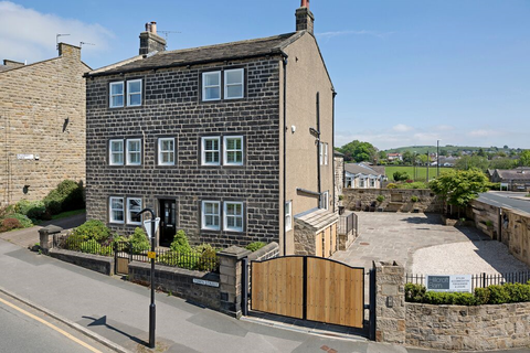 5 bedroom detached house to rent - Town Street, Guiseley, LS20
