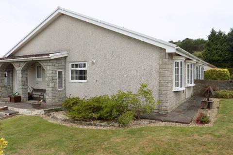 3 bedroom bungalow for sale - Woodland Drive, Triant. NP11 3LP.