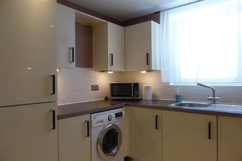 3 bedroom flat to rent - Stepney Court - P1620