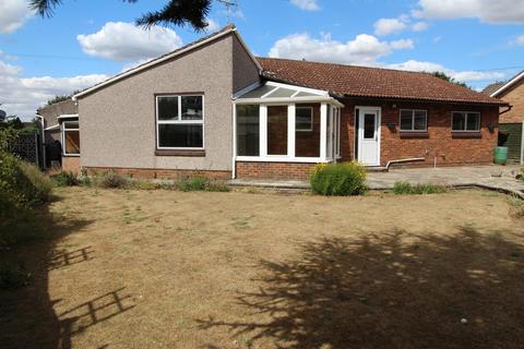 2 bedroom detached bungalow for sale - Hawthornes Fen Lane, North Ockendon, Essex, RM14