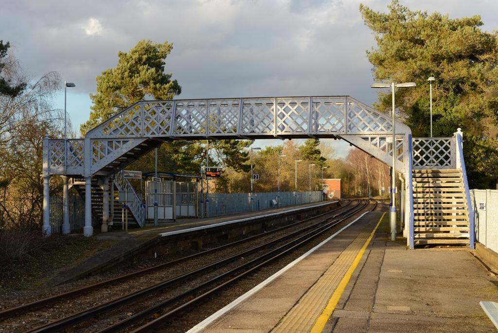 Yalding station, ide