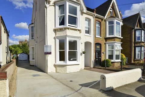 2 bedroom flat for sale - Beacon Road, Herne Bay, Kent