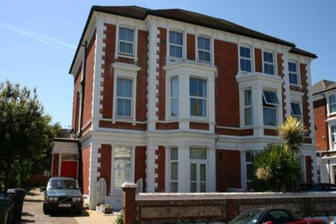 Studio to rent - College Road, Eastbourne, East Sussex