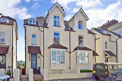 4 bedroom semi-detached house for sale - The Close, Rochester, Kent
