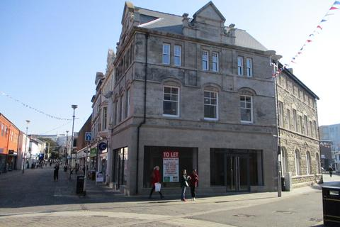 Office to rent - Prime Retail Unit, 2 Caroline Street, Bridgend, CF31 1DQ
