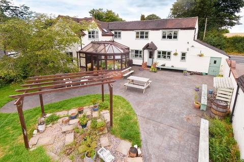 4 bedroom detached house for sale - Large country house and outbuildings in around 1 acre