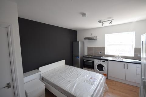 Studio to rent - 65 Eccles Old Road, Salford, M6 8RF
