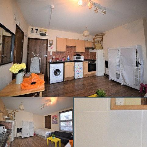 Studio to rent - Shepherds Bush, London W12