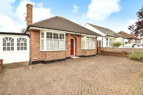 3 bedroom bungalow for sale - Willow Grove, Ruislip, Middlesex, HA4