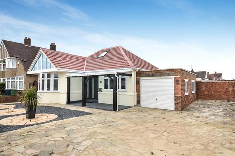2 bedroom bungalow for sale - Uppingham Avenue, Stanmore, Middlesex, HA7