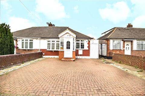3 bedroom bungalow for sale - Norwood Gardens, Hayes, Middlesex, UB4