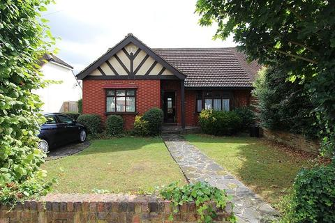 2 bedroom semi-detached bungalow for sale - New Place Gardens, Upminster, Essex, RM14