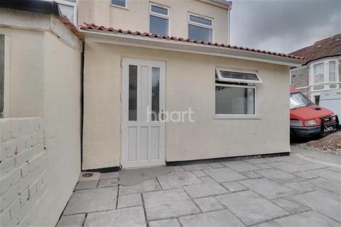3 bedroom maisonette to rent - Co-Operation Road, Bristol