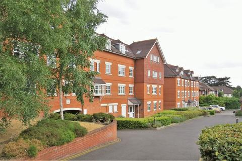 2 bedroom apartment to rent - Heathside Road, Woking, GU22