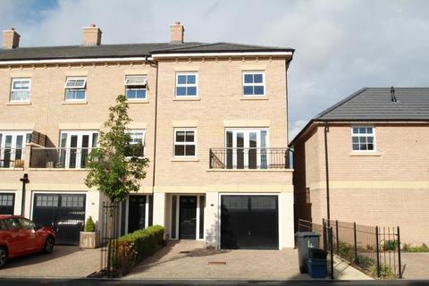 4 bedroom townhouse to rent - ST. ANDREWS WALK, NEWTON KYME, TADCASTER, LS24 9FA