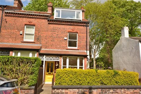 3 bedroom terraced house for sale - Ravenscar Avenue, Roundhay, Leeds