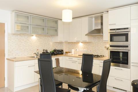 2 bedroom flat to rent - 90 Queens Crescent