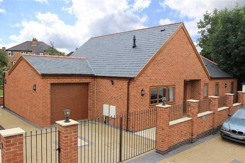 3 bedroom detached bungalow for sale - Meadvale Road, Knighton, Leicester