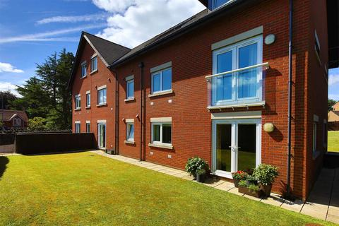 2 bedroom flat for sale - Woodley Court, Waterhall Road, Cardiff