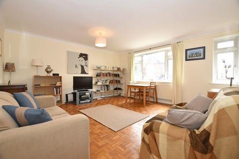 2 bedroom flat for sale - Struan House, Wanstead