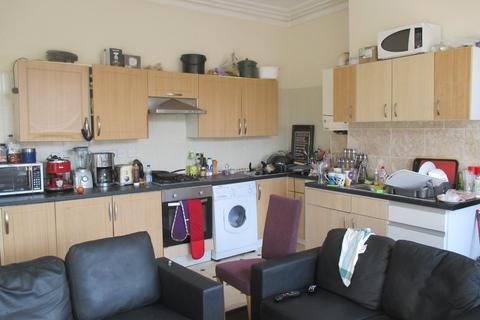 6 bedroom flat to rent - Albert Road, Southsea